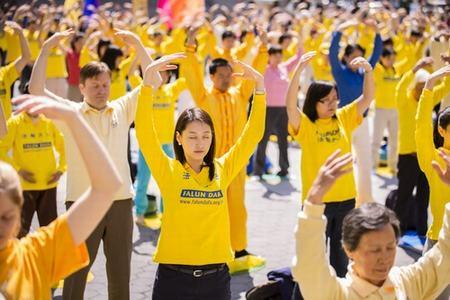 2013-5-13-minghui-ny-celebration-04